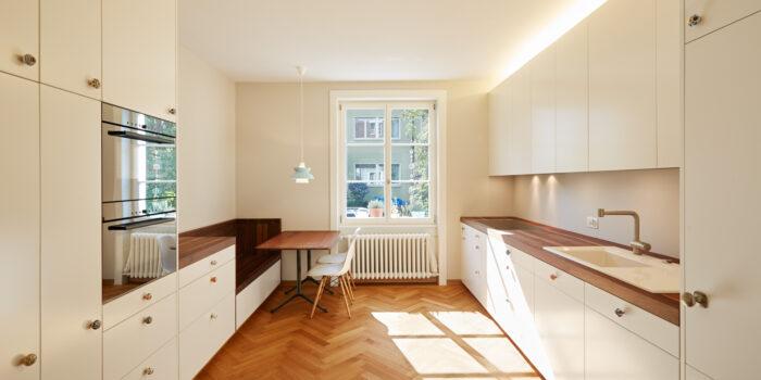 Formschöne Küche im Altbau - Schreinerei Schweighauser AG