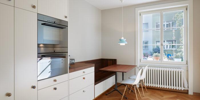Moderne Küche im Altbau - Schreinerei Schweighauser AG